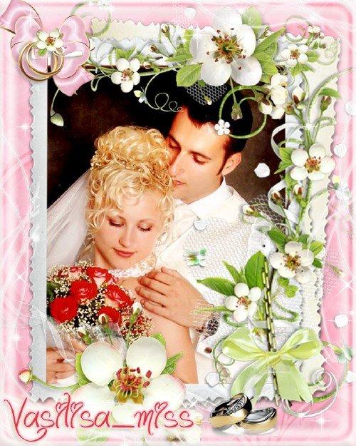 Великолепная свадебная рамочка для фотошопа на розовом фоне с цветочной композицией