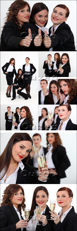Бизнес леди отмечают удачную сделку/ Businesswomen giving the thumb's up - Stock photo