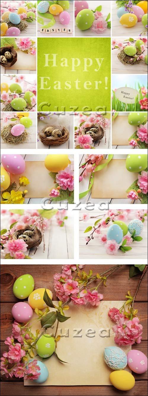 Пасхальная атрибутика на деревянном фоне/ Easter still life on a wooden background - Stock photo
