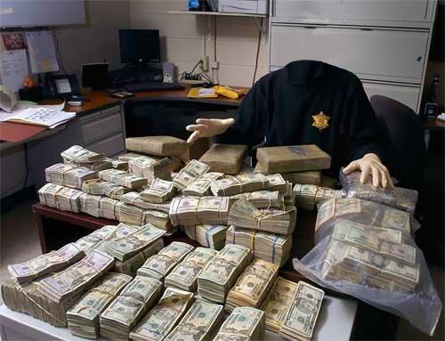 Мужской шаблон - Страж порядка и стол ломится от денег