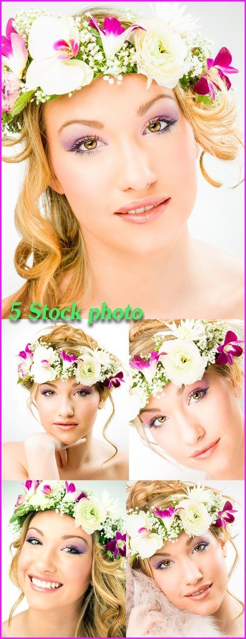 Девушка в цветочном венке, красивая блондинка - растровый клипарт