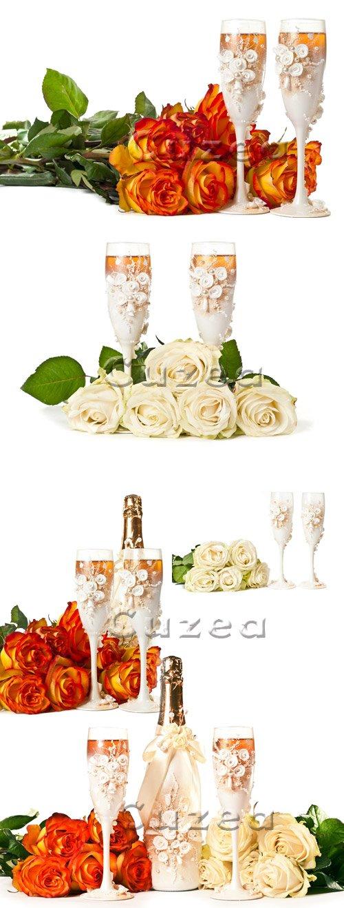 Свадебные бокалы и букет роз/ Wedding roses and glases - Stock photo