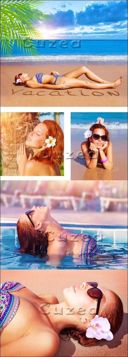 Летние каникулы на морском побережье/ Summer vacation on the sea - stock photo