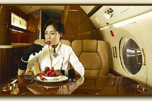 Женский шаблон для фото с девушкой в салоне самолета - Перелет