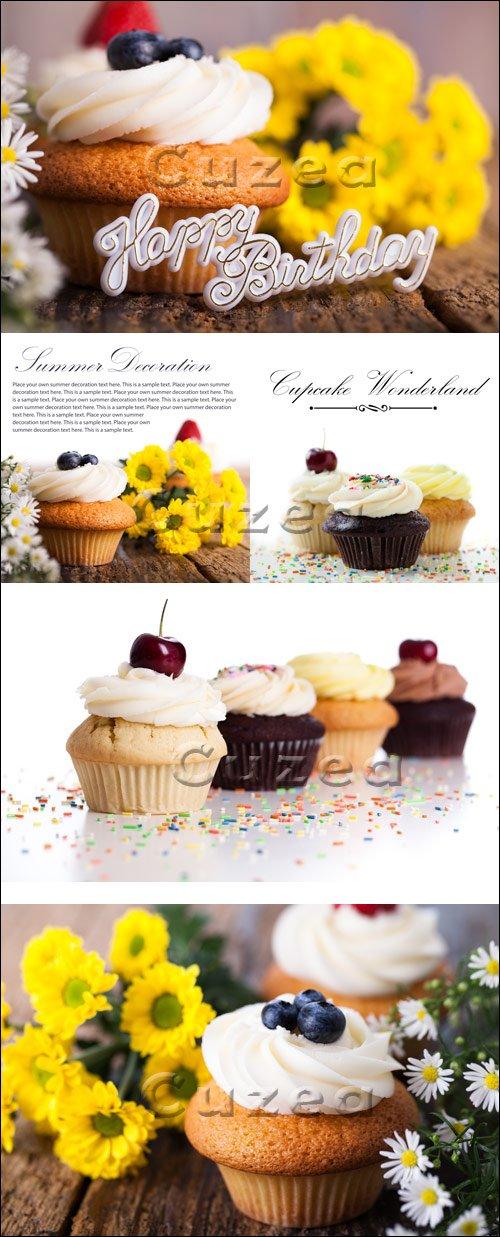 Пирожные к праздникам / Cupcakes for holidays - stock photo