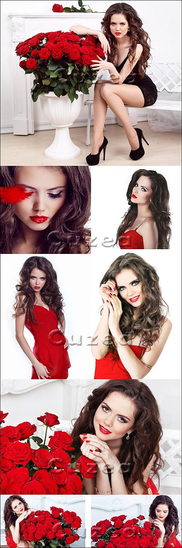 Портрет красивой брюнетки с красными розами / Portrait of beautiful brunette woman with red roses
