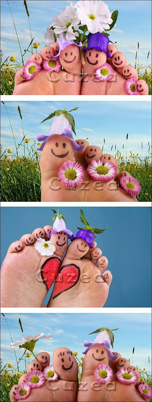 Ножки в цветах на летнем лугу / Feet on summer meadow - stock photo