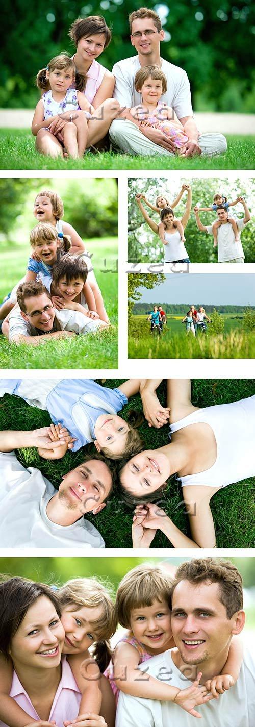 Счастливая семья в лесу / Happy family in the forest - stock photo