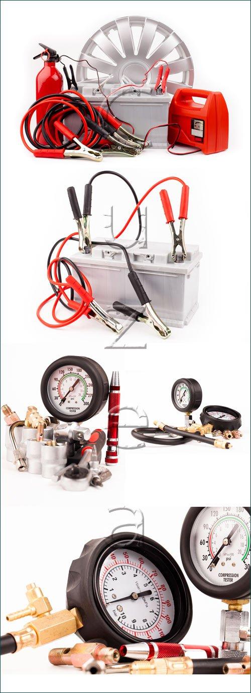 Автомобильный аккумулятор / Car battery and jumper cables - stock photo