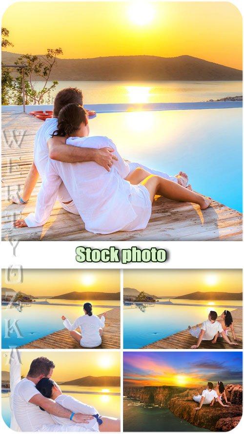Романтичная пара и удивительный закат / Romantic couple and an amazing sunset - Raster clipart