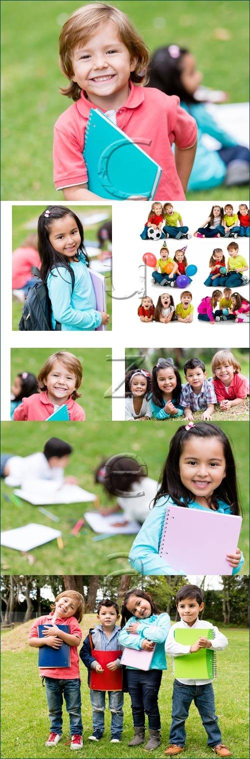 Счастливые дети с книгами / Happy group of kids with books - stock photo