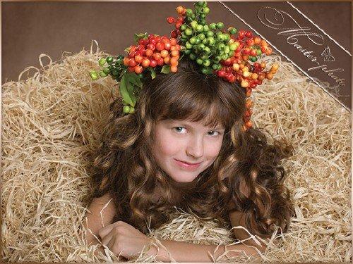 Детский шаблон девочке - Венок рябины осенней