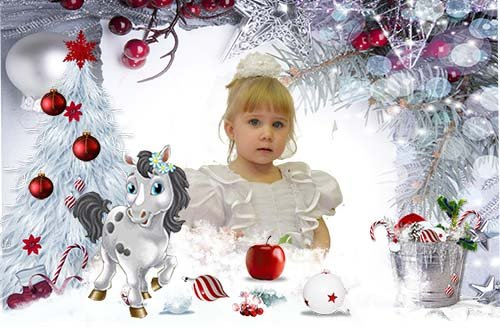 Новогоднее яблочко на снегу