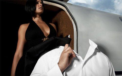 Шаблон мужской - Богатый бизнесмен у самолета с девушкой