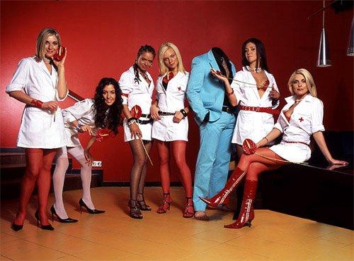 PSD шаблон для мужчин - В окружении красивых медсестер