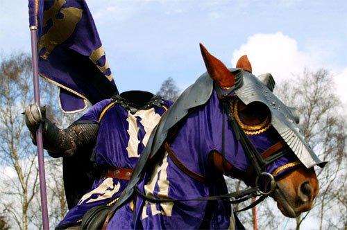 Мужской шаблон - Рыцарь с флагом на лошади