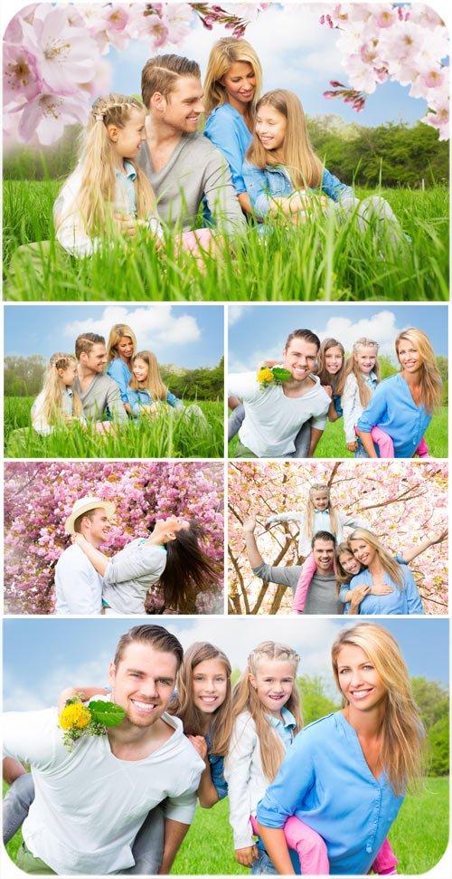 Счастливая семья на природе, родители, дети / Happy family in nature, parents, children - Stock photo