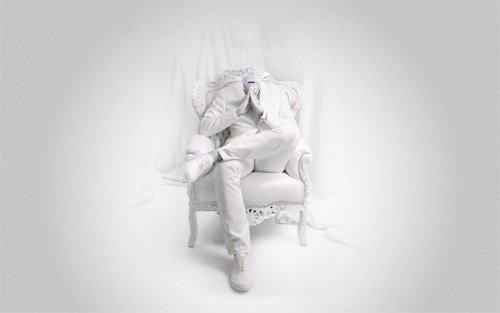 На кресле в белом костюме - Шаблон psd мужской