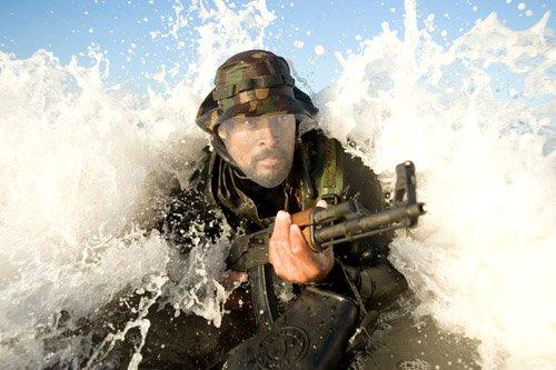 PSD шаблон для мужчин - Спецотряд с оружием в воде