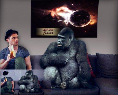 Прикольный костюм для photoshop - Сидя на кушетке рядом с горилой