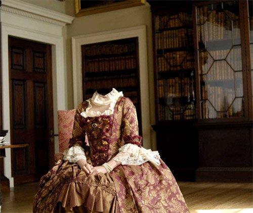 Шаблон для фотошопа - Герцогиня по среди комнаты в платье